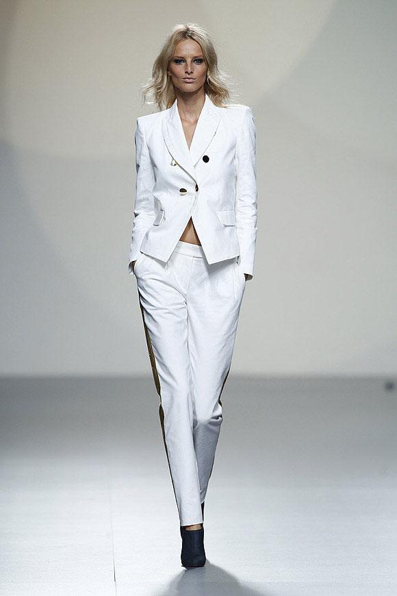 Tendencias-Moda-Madrid-Fashion-Week-primavera-verano-2014-traje-blanco-teresa-helbig (1)