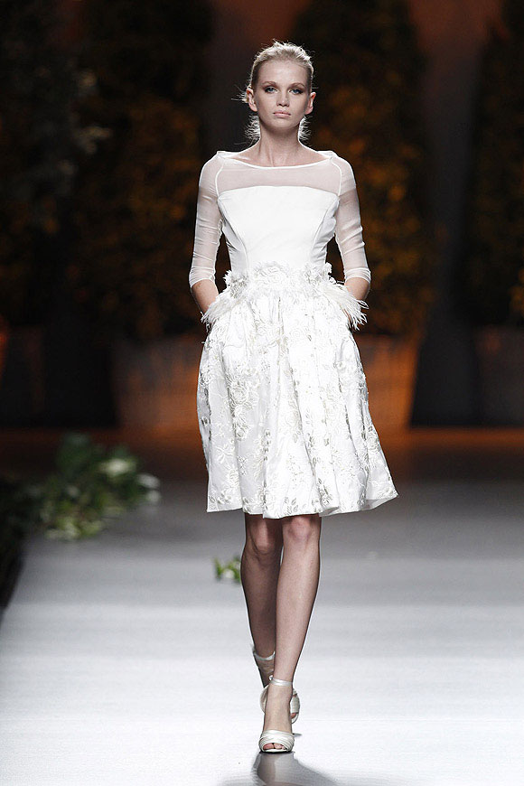 Tendencias-Moda-Madrid-Fashion-Week-primavera-verano-2014-vestido-blanco-ion-fiz